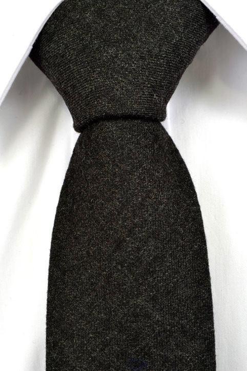 Slips, Notch CANON smal har en ursnygg enfärgad botten i mörkaste grått.
